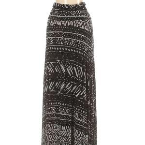 Super cute, asymmetrical soft tribal print maxi 🖤